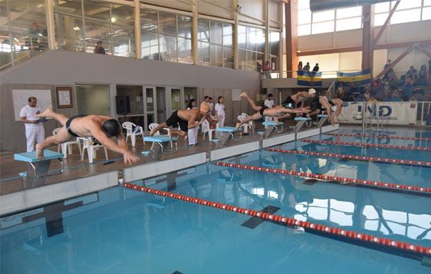 Lo mejor de la natación universitaria se reunió en Temuco