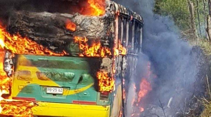 [Video] Presidenciales 2017: Incendian bus para transporte de votantes en Bajo Malleco