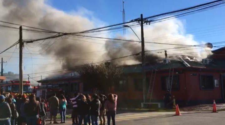 [Video] Incendio dejo edificio del año 1950 de la Municipalidad de Renaico destruido