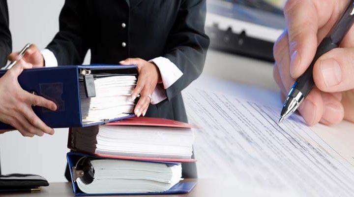 Remueven de su cargo a Notario Carlos Alarcón por mantener conductas indebidas e indecorosas en contra de personal