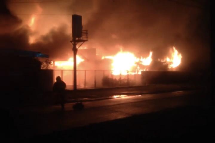 Voraz incendio afecta al internado del Liceo de Hotelería y Turismo de Pucón