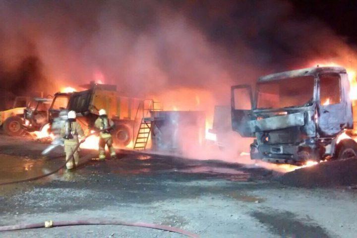 [Video] Encapuchados queman 16 máquinas ruta Cajón Vilcún, CAM se adjudica el ataque
