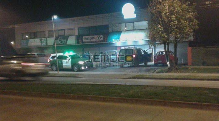 Banda de delincuentes armados asaltan tres locales comerciales en Temuco
