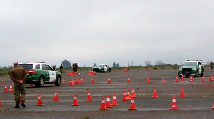 Carabineros muestra habilidad y destreza en ejercicios con vehículos policiales Dodge