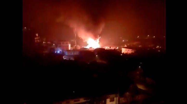 Incendio destruye la totalidad de una vivienda dejando dos familias afectadas