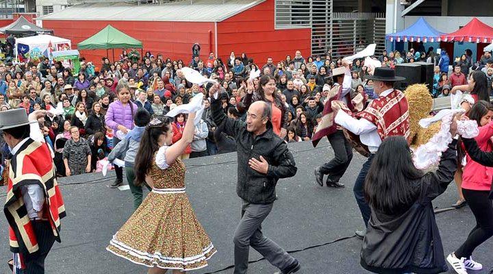 Con circo, juegos tradicionales, y las mejores comidas típicas te espera la Fiesta de la Chilenidad en el estadio Germán Becker