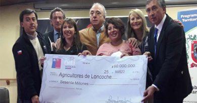 Entregan cheques a agricultores de Loncoche para la alimentación de masa ganadera en invierno