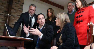Intendente Atton presentó Programa Clase Media Protegida
