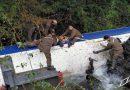 Carabineros de Fuerzas Especiales Araucanía salvó la vida a conductor que desbarrancó su camión y cayó a un río