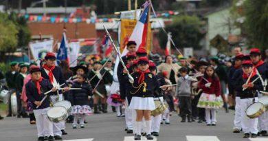 Gorbea finalizó sus tradicionales desfiles en las localidades de Quitratúe, Lastarria y la ciudad capital comunal