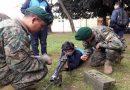 GoberKids: En redes critican a alcalde de Temuco por imagen de un niño jugando con arma de guerra