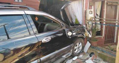Mujer embarazada que habría robado un auto impacta y destroza el frontis de una casa en Collipulli