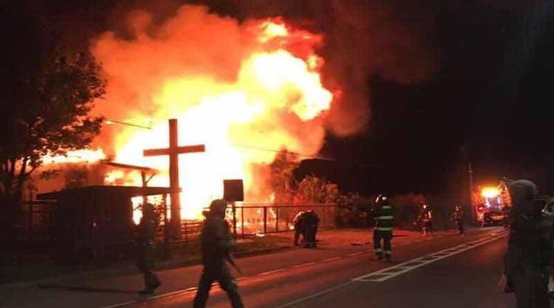 Incendian iglesia católica en la ruta que une Padre Las Casas con Cunco